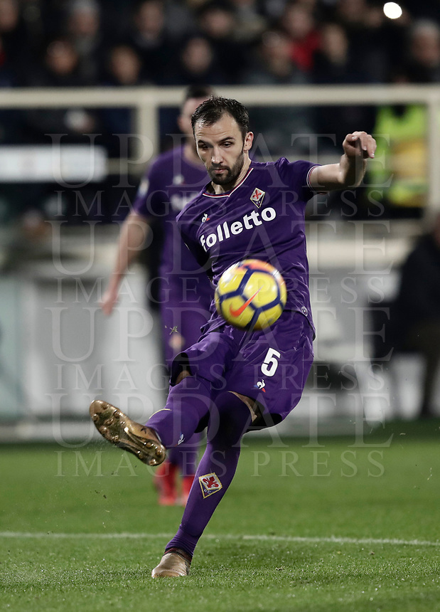 Calcio, Serie A: Fiorentina - Inter, stadio Artemio Franchi Firenze 5 gennaio 2018.<br /> Fiorentina's Milan Badelj in action during the Italian Serie A football match between Fiorentina and Inter Milan at Florence's Artemio Franchi stadium, January 5 2018.<br /> UPDATE IMAGES PRESS/Isabella Bonotto