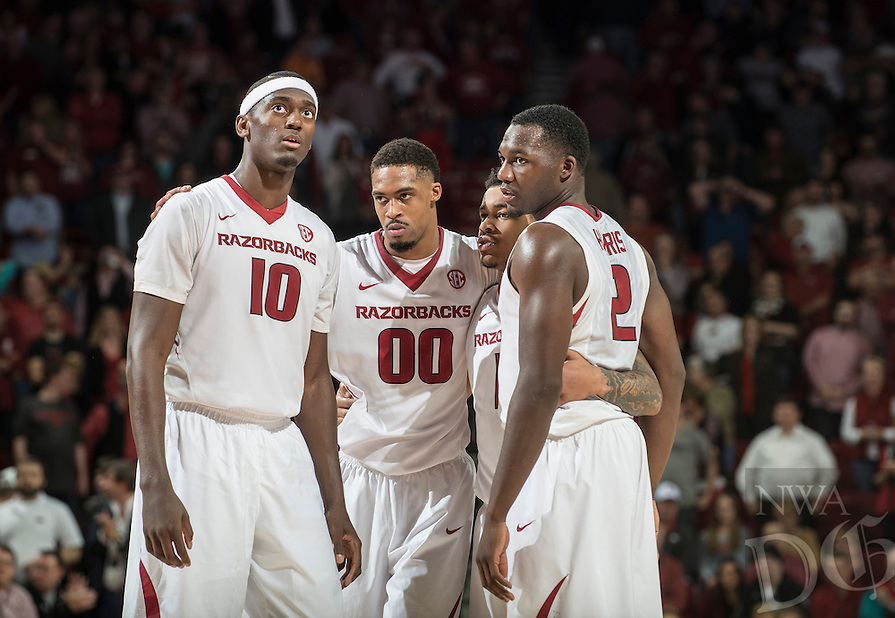 NWA Democrat-Gazette/ANTHONY REYES • @NWATONYR<br /> Arkansas' Bobby Portis, from left, Rashad Madden, Anton Beard, and Alandise Harris huddle up in the closing seconds against Tennessee Tuesday, Jan. 27, 2015 in Bud Walton Arena in Fayetteville. The Razorbacks won 69-64.