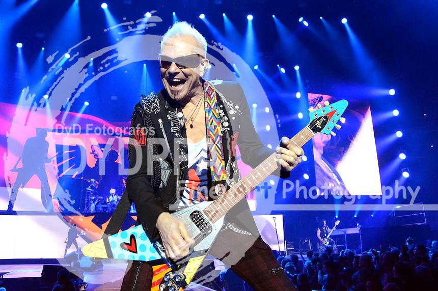 Rudolf Schenker von den Scorpions bei einem Konzert der 50th Anniversary - World Tour 2016 in der Westfalenhalle 1. Dortmund, 18.03.2016
