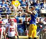 BROOKINGS, SD - OCTOBER 25:  Jake Wieneke #19 from South Dakota State University hauls in a pass against Youngstown State in the first quarter of their game Saturday afternoon at Coughlin Alumni Stadium in Brookings. (Photo by Dave Eggen/Inertia)