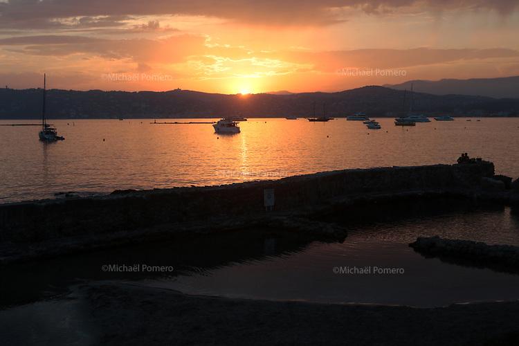 20.07.2017 Antibes (Alpes Maritimes)<br /> <br /> Coucher de soleil au cap d'Antibes.<br /> <br /> Sunset in cap d'Antibes