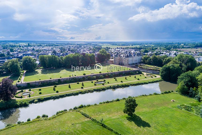 France, Sarthe (72), Le Lude, château et jardins du Lude et le Loir (vue aérienne)