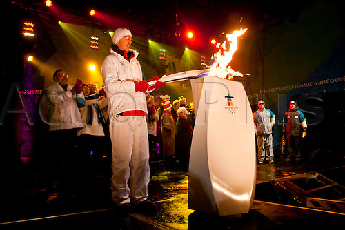 DEC 13 2009: The final torch bearer of the day lights the couldron during day 45 of the Olympic Torch Relay in Pembroke, Ontario, Canada.  Photo: Leon T Switzer/Actionplus - UK Editorial Use.