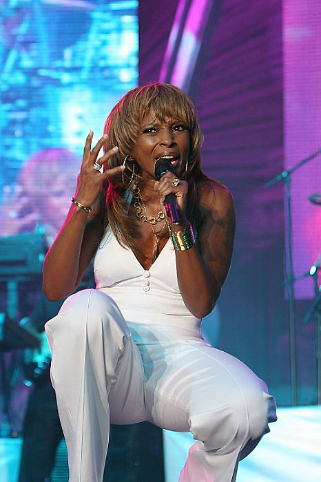 NEW ORLEANS - JULY 07:  2007Mary J Blige performs at Essence Music Festival - Day 3  (Photo by Soul Brother/Getty Images)