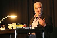Michael Kibler begruesst das Publikum - Kibler liest und singt, Kulturcafe Gross-Gerau