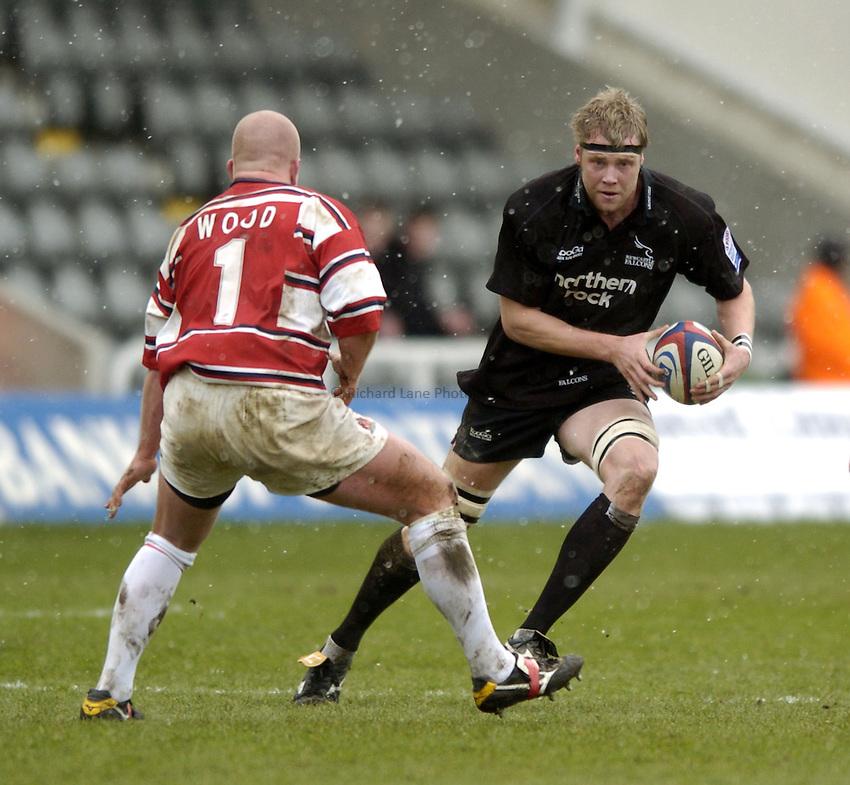 Photo. Jed Wee..Newcastle Falcons v Gloucester, Zurich Premiership, 27/02/2005..Newcastle's Craig Hamilton attacks.
