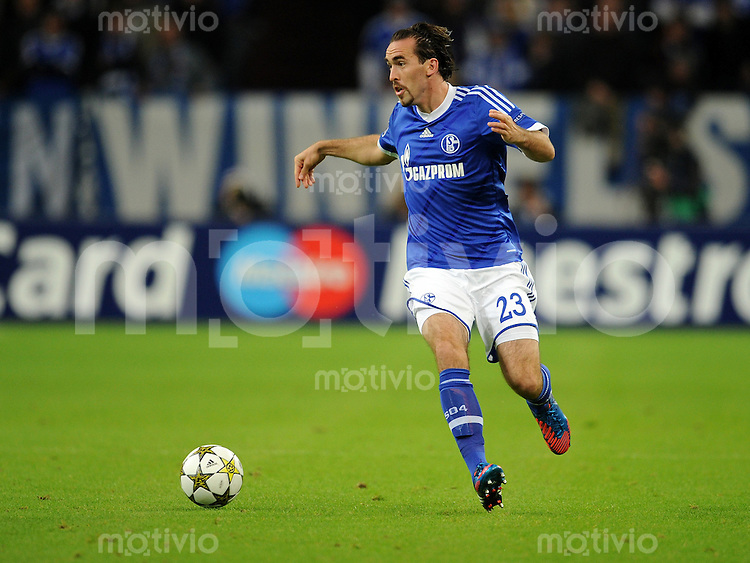 FUSSBALL   CHAMPIONS LEAGUE   SAISON 2012/2013   GRUPPENPHASE   FC Schalke 04 - Montpellier HSC                                   03.10.2012 Christian Fuchs (FC Schalke 04) Einzelaktion am Ball
