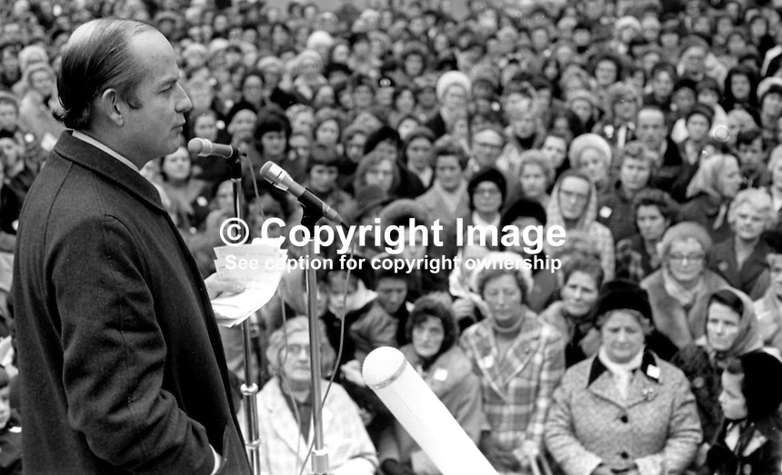 Dr John Robb, surgeon, founder New Ireland Group, from Ballymoney, Co Antrim, N Ireland, UK, addressing a public meeting of the Women Together movement in the grounds of Belfast City Hall. 197301130017.<br />