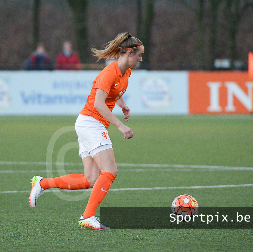 20160405  - Hengelo , NETHERLANDS : Dutch Jill Roord pictured during the soccer match between the women under 19 teams of The Netherlands and The Czech Republic , on the first matchday in group 3 of the UEFA Women Under19 Elite rounds in Hengelo , Netherlands. Tuesday 5 th April 2016 . PHOTO DIRK VUYLSTEKE / Sportpix.be
