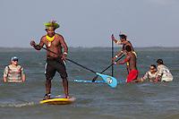IV Jogos Tradicionais Indígenas do Pará<br /> <br /> Indígenas  Kayapó aprendem standup com surfistas nas águas de Maruda, <br /> <br /> Quinza etnias participam dos  IX Jogos Indígenas, iniciados neste na íntima sexta feira. Aikewara (de São Domingos do Capim), Araweté (de Altamira), Assurini do Tocantins (de Tucuruí), Assurini do Xingu (de Altamira), Gavião Kiykatejê (de Bom Jesus do Tocantins), Gavião Parkatejê (de Bom Jesus do Tocantins), Guarani (de Jacundá), Kayapó (de Tucumã), Munduruku (de Jacareacanga), Parakanã (de Altamira), Tembé (de Paragominas), Xikrin (de Ourilândia do Norte), Wai Wai (de Oriximiná). Participam ainda as etnias convidadas - Pataxó (da Bahia) e Xerente (do Tocantins). <br /> <br /> <br /> Mais de 3 mil pessoas lotaram as arquibancadas da arena de competição.<br /> Praia de Marudá, Marapanim, Pará, Brasil.<br /> Foto Paulo Santos<br /> 06/09/2014