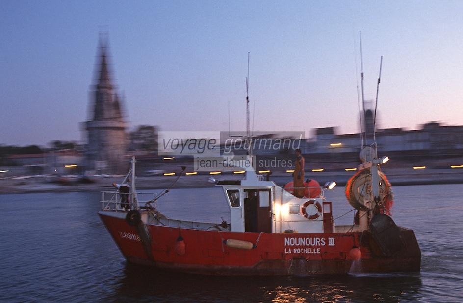 France/17/Charente Maritime/La Rochelle: Départ pour la pêche à l'aube