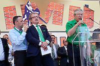 Verona: Umberto Bossi parla durante la manifestazione organizzata dalla Lega Nord per protestare contro l'IMU la tassa sulla casa introdotta dal Governo Monti. Alla sua destra Roberto Maroni e Flavio Tosi