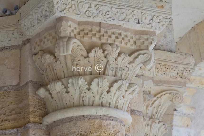 France, Loiret (45), Saint-Benoît-sur-Loire, patrimoine mondial de l'UNESCO, abbaye de Saint-Benoît-sur-Loire, ou abbaye de Fleury, chapiteau sous le porche // France, Loiret, Saint Benoît sur Loire, Abbey of Saint-Benoît-sur-Loire, or Fleury Abbey,  listed as World Heritage by UNESCO, capital under the porch