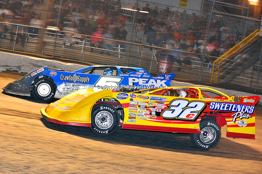 Feb 20, 2014; 9:41:56 PM;  Barberville, FL, USA;  World of Outlaws Late Model Series for 43rd Annual DIRTcar Nationals presented by Summit Racing Equipment at Volusia Speedway Park.  Mandatory Credit: (thesportswire.net)