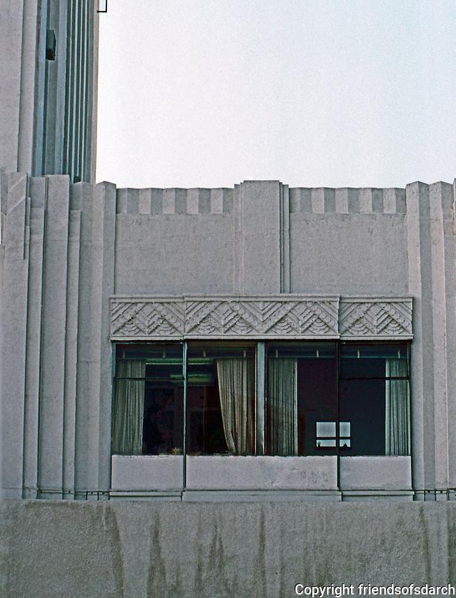 Los Angeles: Dominquez-Wilshire--detail of Zig-Zag Design. Morgan, Walls & Clements.  Photo '82.