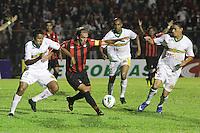 CURITIBA, PR, 15 DE MARÇO 2012 – ATLÉTICO-PR X SAMPAIO CORRÊA-MA - Paulo Baier (c), do Atlético, cercado por Luís Maranhão (e) e Kleo, do Sampaio Corrêa, durante o segundo jogo da primeira fase da Copa do Brasil. A partida aconteceu na noite de quinta-feira (15), na Vila Capanema, em Curitiba. <br /> (FOTO: ROBERTO DZIURA JR./ BRAZIL PHOTO PRESS)