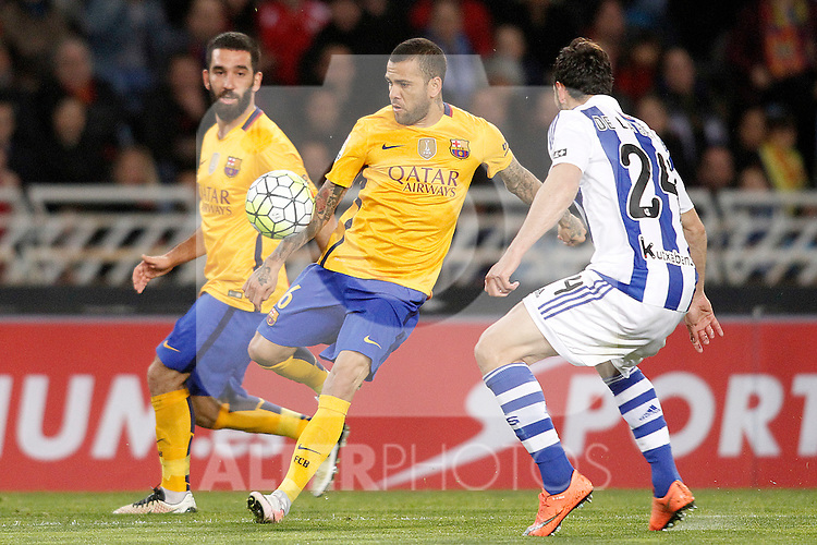 Real Sociedad's Alberto de la Bella (r) and FC Barcelona's  Arda Turan (l) and Dani Alves during La Liga match. April 9,2016. (ALTERPHOTOS/Acero)