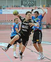 Handball 1. Bundesliga  2012/2013  in der Paul Horn Arena Tuebingen 08.09.2012 TV Neuhausen - TSV Hannover-Burgdorf Daniel Reusch (li, TV Neuhausen) gegen Mait Patrail (TSV Hannover)
