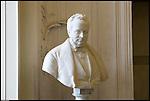 Il Castello Cavour di Santena, residenza del Conte Camillo di Cavour. Il suo busto nel salone delle cacce.