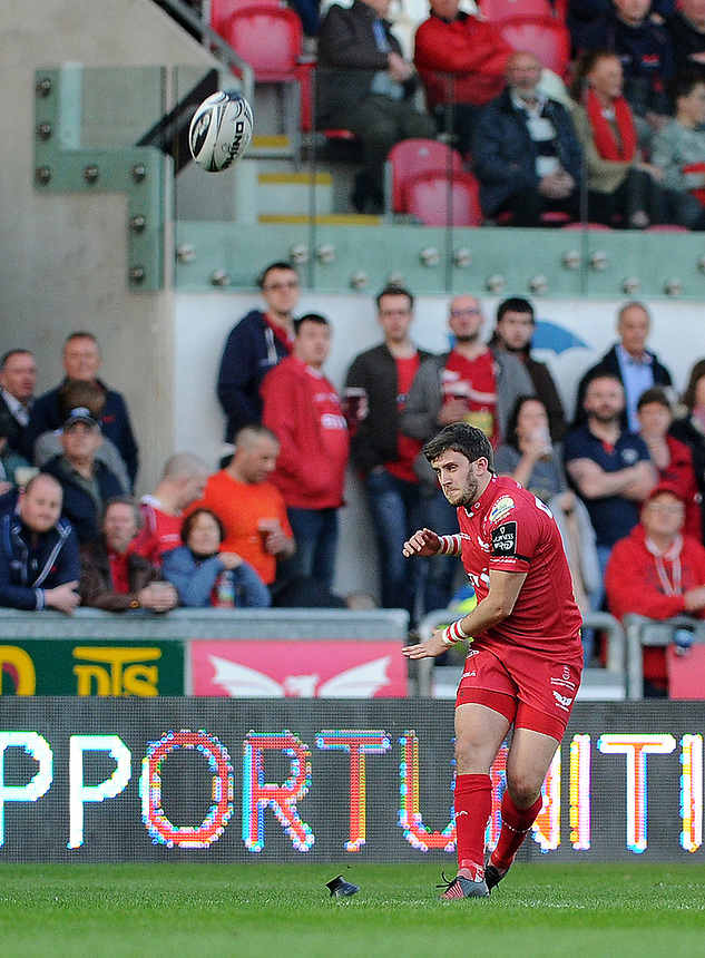 Scarlets' Dan Jones in action during todays match<br /> <br /> Photographer Ashley Crowden/CameraSport<br /> <br /> Guinness PRO12 Round 19 - Scarlets v Benetton Treviso - Saturday 8th April 2017 - Parc y Scarlets - Llanelli, Wales<br /> <br /> World Copyright &copy; 2017 CameraSport. All rights reserved. 43 Linden Ave. Countesthorpe. Leicester. England. LE8 5PG - Tel: +44 (0) 116 277 4147 - admin@camerasport.com - www.camerasport.com