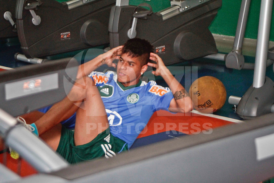 SÃO PAULO, 21 DE MARÇO 2013 - TREINO PALMEIRAS - O jogador Leandro do Palmeiras durante treino na Academida de Futebol, na tarde desta quinta-feira(21), zona oeste da capital - FOTO: LOLA OLIVEIRA/BRAZIL PHOTO PRESS