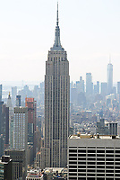 Blick vom Top of the Rock im Rockefeller Center in Richtung Empire State Building - 11.04.2018: Sightseeing in New York