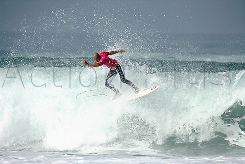 23rd September 09: Kelly Slater (usa) during the Quiksilver Pro France in Hossegor beach Seignosse Les Bourdaines.  (Photo by Johann Mouchel/ActionPlus). UK Licenses Only