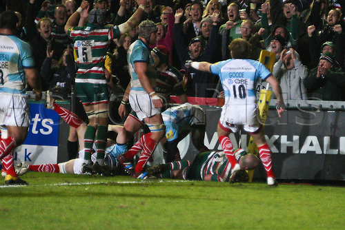 30.03.2012 Leicester, England. Rugby Union. Leicester Tigers v Worcester Warriors. George CHUTER of Leicester Tigers grabs an opportunist try in the corner during the Aviva Premiership between Leicester Tigers and Worcester Warriors at Welford Road.