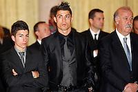 MADRI, ESPANHA, 05 DEZEMBRO 2012 - PREMIACAO MELHORES DO ESPORTE ESPANHOL - O jogador portugues do Real Madrid Cristiano Ronaldo (C) durante cerimonia de entrega do Premio Melhores do Esporte Espanhol, no Palacio El Pardo em Madri, capital da Espanha, nesta quarta-feira, 19. (FOTO: ALEX CID FUENTES / ALFAQUI / BRAZIL PHOTO PRESS).