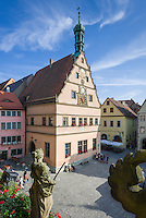Germany, Bavaria, Middle Franconia, Rothenburg ob der Tauber: view from townhall at Market Square with building Ratstrinkstube (Councillor's Tavern) with astronomical clock | Deutschland, Bayern, Mittelfranken, Rothenburg ob der Tauber: Blick vom Rathaus auf den Marktplatz mit der Ratstrinkstube mit Kunstuhr
