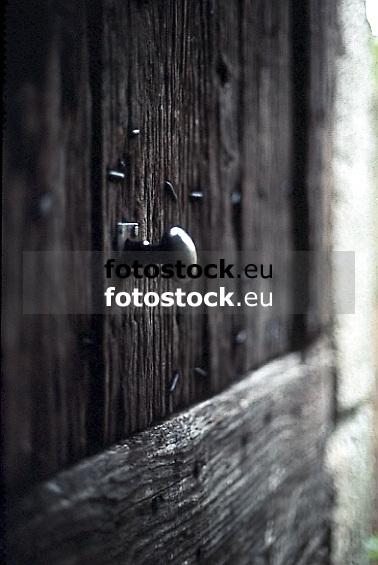 ancient wooden door with knocker<br /> <br /> alte Holzt&uuml;r mit Griff<br /> <br /> 565 x 378 px<br /> Original: 35 mm slide transparency