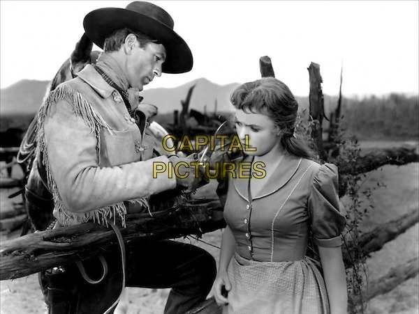 GARY COOPER With Doris Davenport.in The Westerner.*Filmstill - Editorial Use Only*.CAP/PLF.Supplied by Capital Pictures.