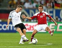 LVIV, UCRANIA, 17 JUNHO 2012 - EURO 2012 - ALEMANHA X DINAMARCA - Bastian Schweinsteiger (E)  jogador da Alemanha disputa bola contra a Dinamarca em partida pelo terceira rodada do grupo B da Euro 2012 em Lviv na Ucrania neste domingo, 17. (FOTO: PIXATHLON / BRAZIL PHOTO PRESS).