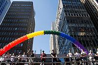 SAO PAULO, SP, 04.05.2014 - 18* PARADA DO ORGULHO LGBT - Participantes  durante o Festival do  Orgulho LGBT na tarde deste Domingo, 4 na Avenida Paulista, regiao central da  cidade de São Paulo. (Foto: Andre Hanni /Brazil Photo Press).