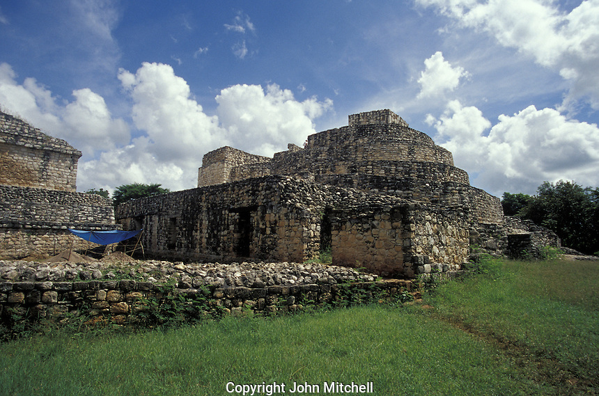 The Oval Palace or Palacio Oval at the Mayan ruins of Ek' Balam, Yucatan, Mexico. This rounded structiure may have been an astronomical observatory or residence for the aristocracy,