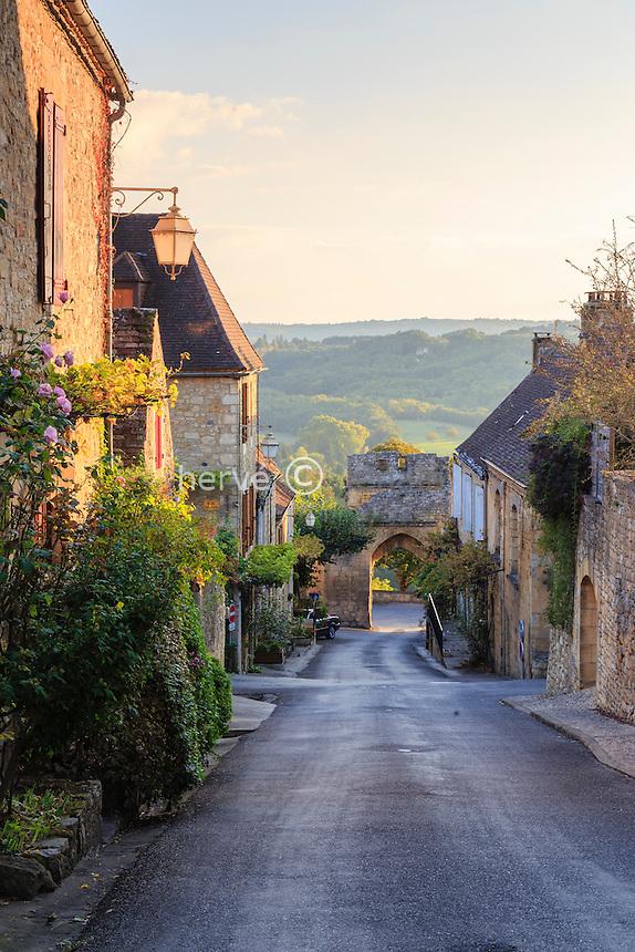 France, Dordogne (24), Domme, labellis&eacute; Les Plus Beaux Villages de France, rue de la Porte Delbos // France, Dordogne, Domme, labelled Les Plus Beaux Villages de France (The Most beautiful<br /> Villages of France),