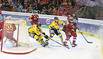 Krefelds KirillKabanov (Nr.17)  und Krefelds VincentSaponari (Nr.74)  attackieren Duesseldorfs Ryan McKiernan (Nr.58) tief im eigenen Drittel beim Spiel in der DEL, Duesseldorfer EG (rot) - Krefeld Pinguine (gelb).<br /> <br /> Foto © PIX-Sportfotos *** Foto ist honorarpflichtig! *** Auf Anfrage in hoeherer Qualitaet/Aufloesung. Belegexemplar erbeten. Veroeffentlichung ausschliesslich fuer journalistisch-publizistische Zwecke. For editorial use only.