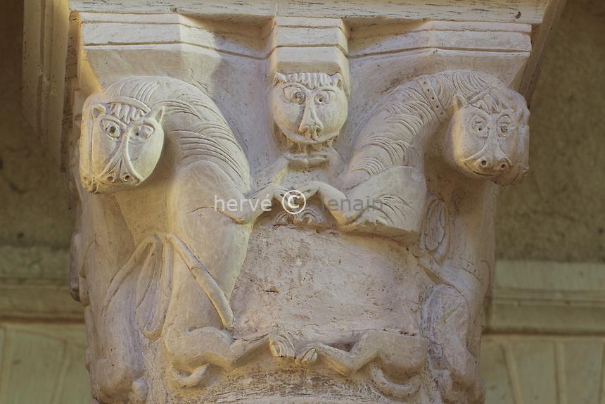 France, Indre (36), Saint-Genou, l'église abbatiale, chapiteau de la nef  // France, Indre, Saint-Genou, the church, capital in the nave