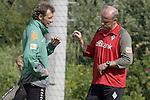 NORDERNEY Trainer Thomas Schaaf bleibt Norderney treu. Nachdem er bereits elfmal mit Fu&szlig;ball-Bundesligist Werder Bremen ins Trainingslager auf die Nordseeinsel gefahren ist, um sein Team auf eine Saison vorzubereiten, will er die Sportpl&auml;tze und die dort gebotene Betreuung auch f&uuml;r seinen neuen Verein, Eintracht Frankfurt, nutzen. Das Trainingslager ist f&uuml;r die Zeit vom 6. bis 12. Juli geplant.<br /> Archiv aus: FBL 07/08 Tag 3<br /> <br /> Trainingslager Werder Bremen Norderney 2007<br /> <br /> Thomas Schaaf ( Bremen - Trainer ) und Wolfgang Rolff ( Bremen - Co - Trainer )<br /> <br /> Foto &copy; nph (nordphoto )<br /> <br /> <br /> <br />  *** Local Caption ***