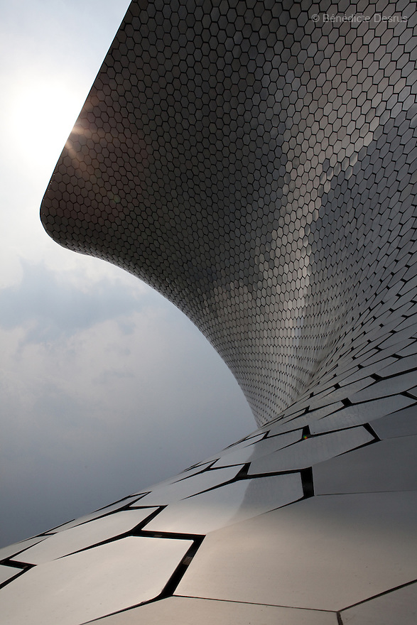 May 14, 2011 - Mexico City, Mexico - An exterior view of the Soumaya Museum. Mexican billionaire Carlos Slim newly built museum Soumaya that houses his art collection which includes the second largest grouping of Rodin sculptures. It also holds many of the best known European artists from the 15th to the 20th Century, Mexican art, religious relics, historical documents and coins. Designed by Slim's 38-year old son-in-law, Fernando Romero, the six-floor, 183,000 square-foot Soumaya Museum is shaped like a wonky futuristic hourglass layered with 16 000 aluminum hexagons. The $34 million museum is part of an enormous complex including headquarters for the magnate's telecom corporations Grupo Carso and Telcel, a shopping mall and luxury apartment housing. The Museum opened to public in march 2011 and it is located in Polanco Plaza Carso of Mexico City. Photo crédito: Benedicte Desrus