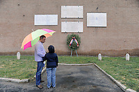 Roma 25 Aprile 2011.Porta San Paolo.Celebrazione per l'anniversario della  liberazione dal nazifascismo..Padre e figlia davanti le Lapidi che ricoradano i caduti per la Liberazione