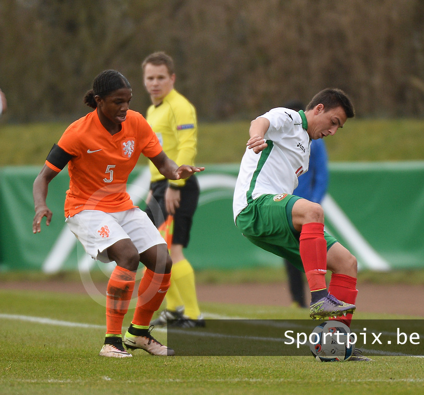 20160324 - Buderich , GERMANY : Dutch Tyrell Malacia (L) and Bulgarian Ivan Mitrev (R) pictured during the soccer match between the under 17 teams of The Netherlands and Bulgaria , on the first matchday in group 4 of the UEFA Under17 Elite rounds in Buderich , Germany. Thursday 24th March 2016 . PHOTO DAVID CATRY