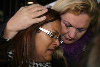 SAO PAULO, SP, 25 DE JUNHO DE 2013 -  CASO BIANCA CONSOLI - A mãe de Bianca, Marta chega para o julgamento do motoboy Sandro Dota, no Fórum Criminal da Barra Funda em São Paulo, SP, nesta terça-feira (23). Ele é acusado de matar a estudante Bianca Consoli, 19 anos, em setembro de 2011. FOTO: MAURICIO CAMARGO / BRAZIL PHOTO PRESS