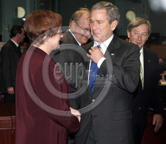 BRUSSELS - BELGIUM - 22 FEBRUARY 2005 --EU-US Summit.--The President of the United States of America George W. BUSH greeting the Finnish President Tarja HALONEN. --  PHOTO: JUHA ROININEN / EUP-IMAGES..This picture is copyright EUP-IMAGES and all rights belong to EUP-IMAGES. The picture may not be subject to RESALE or storage in any kind in electronical or analog way.  If published due to the above EU-US summit meeting in Brussels in print or electronical form the publication must inform on the use to the e-mail address eup@eup-images.com. All further use of this picture may only be done by contacting www.eup-images.com...