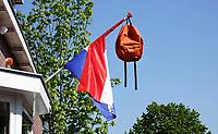 Nederland  Zaandam - 2020. Geslaagd. Tas aan een vlag.  Foto is gespiegeld. Het merk van de tas is verwijderd mbv Photoshop.   Foto Berlinda van Dam / HH / ANP