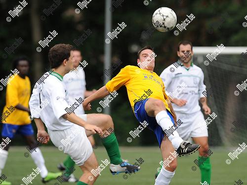 2011-07-30 / Voetbal / seizoen 2011-2012 / Exc. Kaart - Schelle / Parmentier met Rik De Troetsel (r, Schelle)..Foto: mpics
