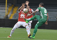BOGOTÁ -COLOMBIA, 02-04-2016. Yeison Gordillo (Izq.) jugador de Santa Fe disputa el balón con Leonardo Pico (Cap) (Der.) jugador de Patriotas durante partido entre Independiente Santa Fe y Patriotas FC por la fecha 11 de la Liga Aguila I 2016 jugado en el estadio Nemesio Camacho El Campin de la ciudad de Bogota.  / Yeison Gordillo (L) player of Santa Fe struggles for the ball with Leonardo Pico (Cap) (R) player of Patriotas during match between Independiente Santa Fe and Patriotas FC for date 11 of the Liga Aguila I 2016 played at the Nemesio Camacho El Campin Stadium in Bogota city. Photo: VizzorImage/ Gabriel Aponte / Staff