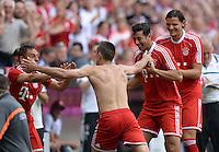 Fussball  1. Bundesliga  Saison 2013/2014  3. Spieltag FC Bayern Muenchen - 1. FC Nuernberg       24.08.2013 JUBEL FC Bayern Muenchen; Rafinha Torschuetze zum 1-0 Franck Ribery, Claudio Pizarro und Daniel van Buyten (v.li.)