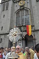 SAO PAULO, 30 DE MAIO DE 2013 - PROCISSAO CORPUS CRHISTI - O arcebispo Dom Odilo durante procissão, que saiu da Praça da Sé e seguiu até a Paróquia de Santa IfigIenia, na manhã desta quinta feira, 30, feiado de Corpus Christi, região central da capital. (FOTO: ALEXANDRE MOREIRA / BRAZIL PHOTO PRESS)