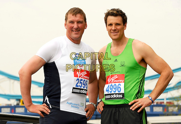 SIR MATTHEW PINSENT & JAMES CRACKNELL.Virgin London Marathon photocall, London, England..April 15th, 2011.exercise half length spandex black grey t-shirt gray shorts green tank top white handS on hips .CAP/CJ.©Chris Joseph/Capital Pictures.